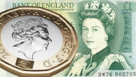 The new £1 coin and the the old £1 note