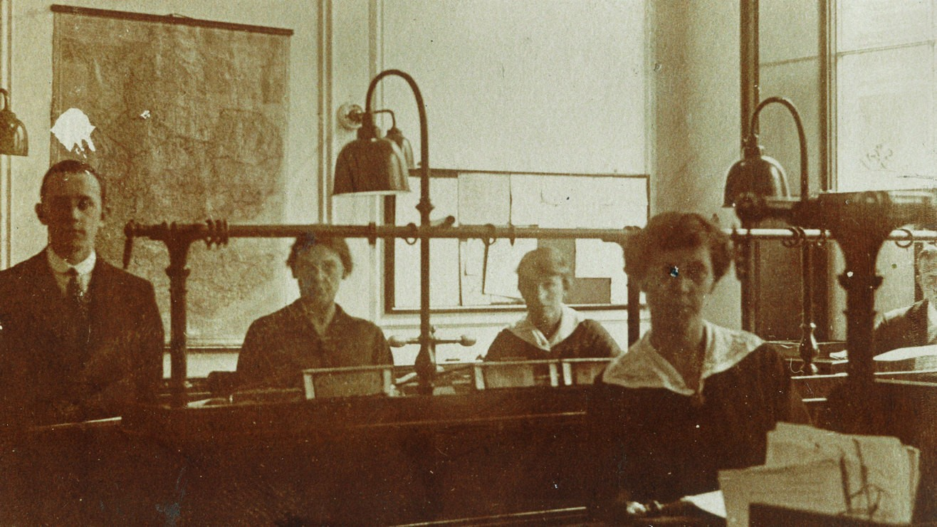 Women working in Broad Street office